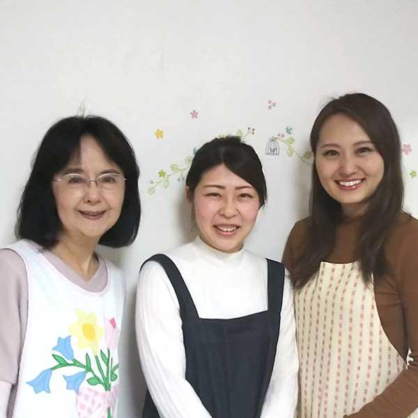 二子玉川のピラティス&小顔・美脚整体  | Hug&Smiley 保育スタッフ 全員集合写真
